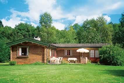 ferienhaus 1082 sch nes holzhaus mit guter lage v sterg tland. Black Bedroom Furniture Sets. Home Design Ideas
