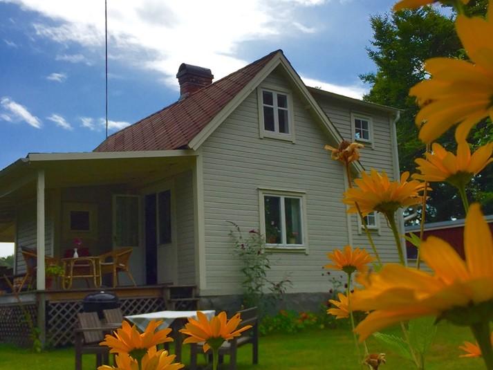 ferienhaus 1835 gem tliches ferienhaus mit strandgrundst ck am meer blekinge. Black Bedroom Furniture Sets. Home Design Ideas